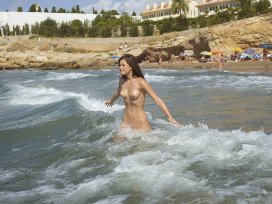 испытывал очень дикий пляж голые купание смотрю тебя