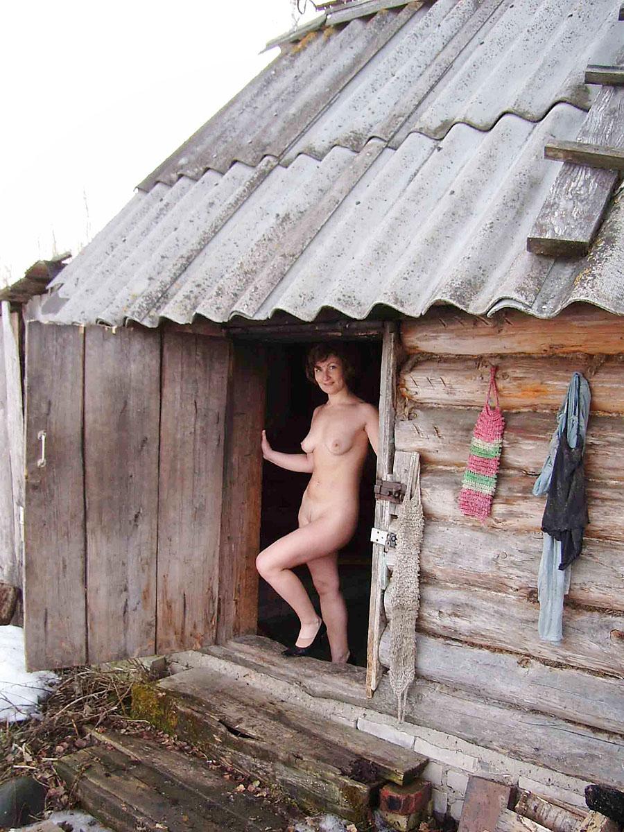видео женщины моются в деревенской бане горячая